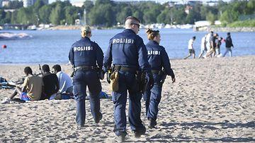 LK 210620 Helsinki poliisi Hietaniemi Hietsu juhannus