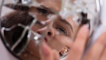 Shutterstock: psykopaatti, peili, väkivalta