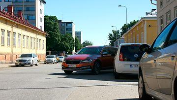 autoliitto taskuparkki vasemmalle