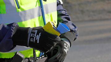 AOP alkometri, rattijuopumus, poliisi, puhallusratsia