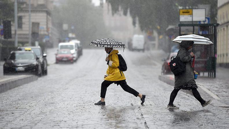 LK 110720 sade vesisade helsinki kesä