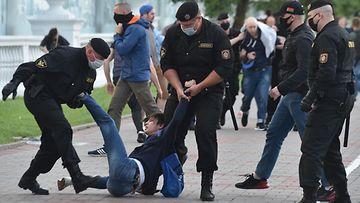 Valko-Venäjä mielenosoittajat