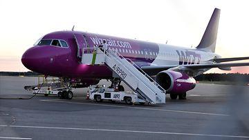 LK, 11.8.20, Skopja, lentokone, Turku, lentokenttä, lentoasema, korona, koronavirus