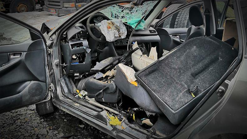 1408-onnettomuus-auto