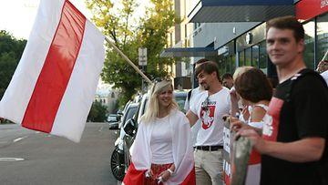 aop Valko-Venäjä lippu mielenosoitus