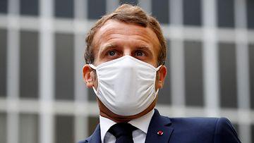 AOP Emmanuel Macron kasvomaski Ranska Pariisi