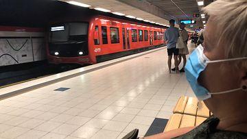 AOP maski, metro, julkinen liikenne