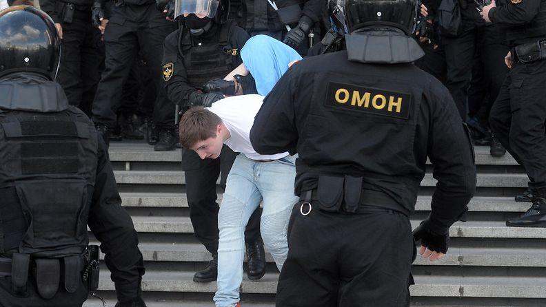 valko-venäjä mielenosoitus2 AOP