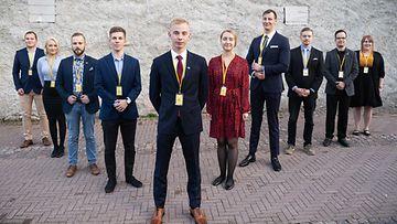 Uuden Perussuomalaiset Nuoret -järjestön hallituksen jäsenet valittiin viikonloppuna Oulussa. Jäsenet ovat vasemmalta oikealle: Arttu-Petteri Klami (hallituksen jäsen), Riina Kivistö (hallituksen jäsen), Santeri Eskola (pääsihteeri), Joakim Vigelius (2.vpj), Miko Bergbom (PJ), Laura Jokela (1.vpj), Ville Muilu (3.vpj), Antti Niskanen (hallituksen jäsen), Jonni Levaniemi (hallituksen jäsen) ja Minna Partanen (hallituksen jäsen). Kuvasta puuttuu Lauri Laitinen.
