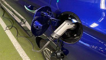 OMA: Sähköauto, sähköautoilu, sähköauton lataus