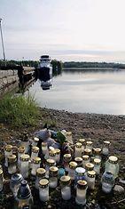 Suolahdessa on muistettu järveen hukkunutta pientä poikaa.