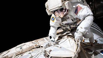 Astronautti avaruus aop