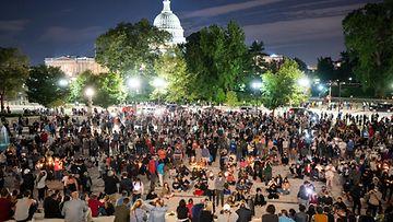 EPA Ginsburg väkijoukko suree Washingtonissa