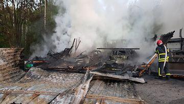 Pelastuslaitos: Autotalli paloi  Mikkelissä 2