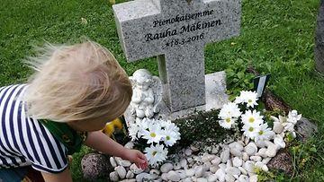 Ulla Tuunasen Rauha-tyttären hauta