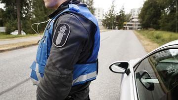 lehtikuva poliisi ratsia suomi