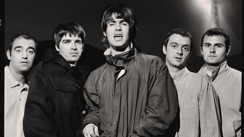 Oasis - Photo - 2 - Glastonbury 1995 Credit Jill Furmanovsky