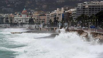 Myrskyt runtelevat Ranskaa. Tämä kuva Nizzasta. LEHTIKUVA