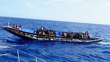 Pakolaisten vene Teneriffalla KÄYTTÖ VAIN YHTEEN JUTTUUN