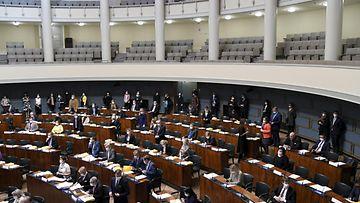 LK eduskunta 14.10., kiurun luottamusäänestys
