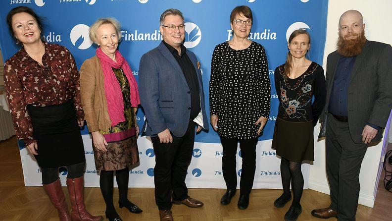 Ann-Luise Bertell (vas.), Anne Vuori-Kemilä, Tommi Kinnunen, Ritva Hellsten, Anni Kytömäki ja Heikki Kännö (oik.) kaunokirjallisuuden Finlandia-palkinnon ehdokaskirjojen julkistustilaisuudessa Helsingissä 5. marraskuuta 2020.