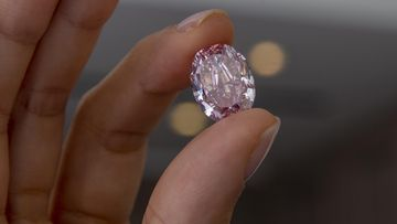 """Harvinainen pinkki timantti tunnetaan nimellä The Spirit of the Rose""""."""