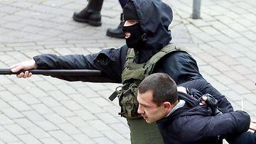 lehti kuva valkovenäjä mielenosoittaja