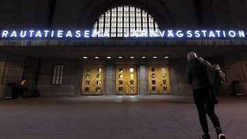 LK rautatieasema yö helsinki