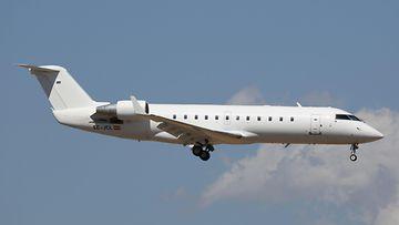 AOP Bombardier CRJ200 lentokone (1)