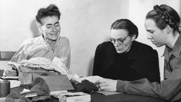 Margarete Himmler keskella aop