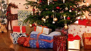 joululahja lahjat paketit kuusi tunnelma AOP