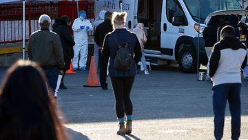 ihmisiä jonottamassa koronavirustestiin Bostonissa 3.12.2020