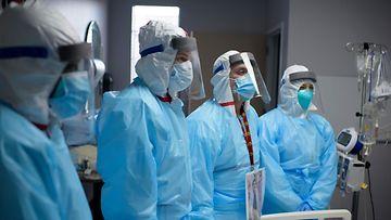 LK Sairaalan työntekijöitä covide-19-osastolla sairaalassa Houstonissa Texasin osavaltiossa 4.12.2020