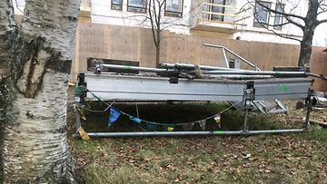 Tämän lavan läheltä löydettiin 16-vuotiaan ruumis Helsingin Koskelassa