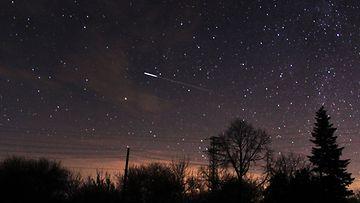 AOP tähdenlento yötaivas tähdet geminidit