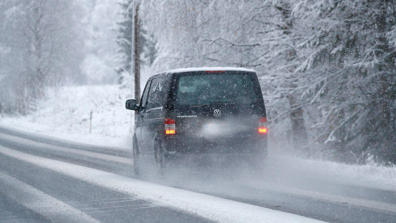 AOP pakettiauto lumi talvi 1.03969585