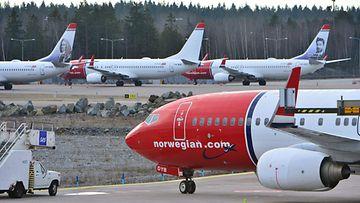 LK Norvegian lentokoneita lentokentällä