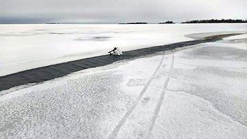 LK 20.12.2020 Avanto, heikot jäät, hukkuminen, railo, järvi jäässä