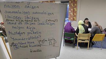 LK 25.12.2020 Suomen kielen opiskelua Laajakosken vastaanottokeskuksessa Kotkassa 17. marraskuuta 2016.