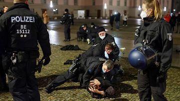 LK 010121 Berliini poliisi uusivuosi
