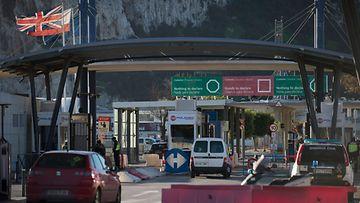 LK 1.12.2021 Autot jonottivat Espanjan ja Gibraltarin rajalla 1.1.2021.