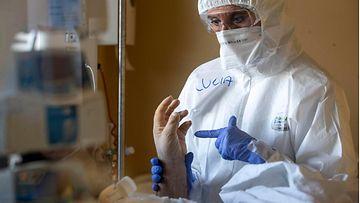 aop korona sairaala hoitaja potilas kuvituskuva