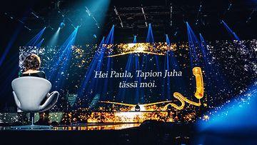 Laulu_rakkaudelle_S1_eps3_PaulaKoivuniemituolissajaesitys