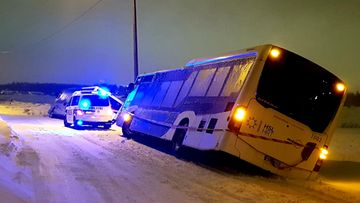 OMA: linja-auto ajanut ulos tieltä, kuva, myrsky