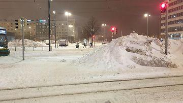 Tältä näytti Helsingin Hakaniemessä Toini-myräkän jälkeen keskiviikkoiltana 13.1.2021. 2