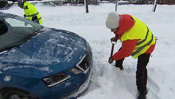 mtv uutiset live auto jumissa lumessa