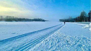 talvi turku lumi hiihto jää latu hiihtäjä kuvituskuva lukijan kuva