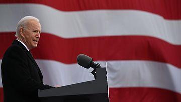 LK 20.1.2021 Biden Yhdysvaltain lippu
