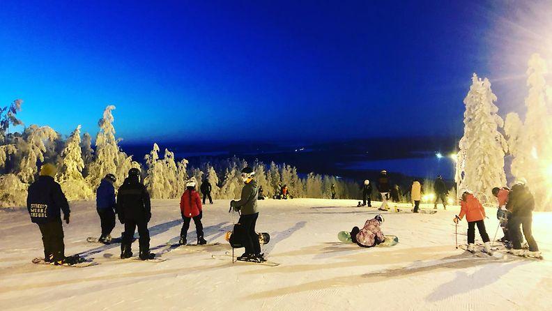 Messilä laskettelurinne ilta talvi