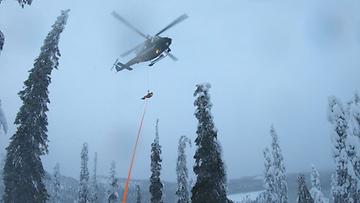 Rajavartiolaitoksen kuva laskettelija pelastettiin Rukalla